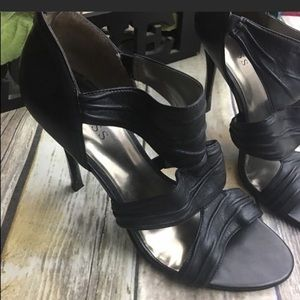 Guess Black Leather Strappy Open Toe Heels GUC